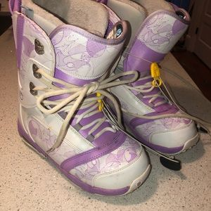 9.5 women's snowboarding boots